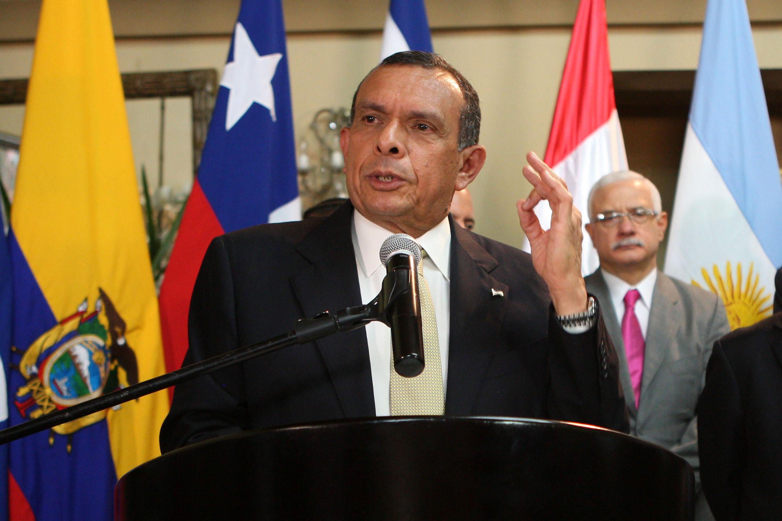 EL PRESIDENTE DE HONDURAS, PORFIRIO LOBO SOSA MUEVE INSCRIPCION AL TPS